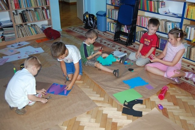 W bibliotece przy ul. Barkowskiego w Nakle zajęcia dla chętnych prowadzone będą także w sierpniu