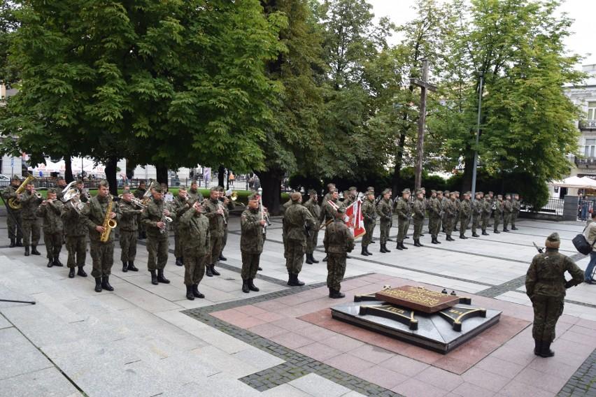Delegacje radomskich instytucji, żołnierze i kombatanci oraz jeden radomski parlamentarzysta uczestniczyli w radomskich obchodach wybuchu II wojny światowej.