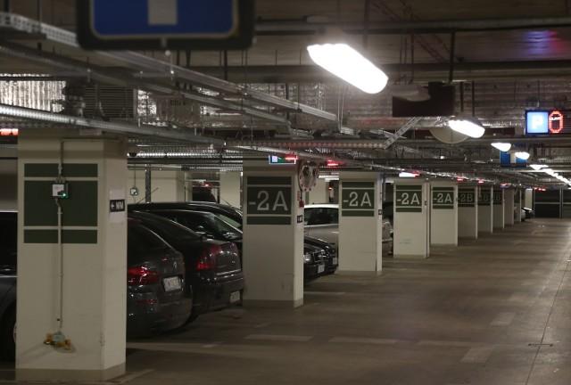 Zmiana dzierżawcy parkingu pod Narodowym Forum Muzyki oznacza podwyżki dla kierowców.