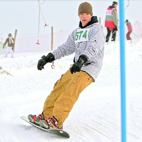 Do rywalizacji zjazdowców włączyli się także snowboardziści