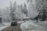 Zima w Zakopanem. Uwaga na trudne warunki na drogach [ZDJĘCIA]