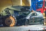 Ford wbił się w kombajn. Kierowca trafił do szpitala