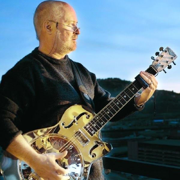 Jeremy Spencer, gitarzysta i wokalista z Wielkiej Brytanii, to wielka indywidualność suwalskiego festiwalu.
