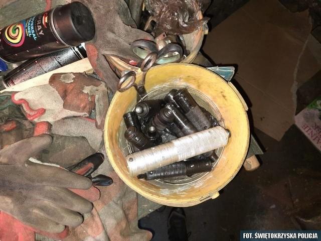 Policjanci, strażnicy graniczni i funkcjonariusze ABW – przy wsparciu antyterrorystów - podczas akcji specjalnej rozbili 12-osobowy gang, który handlował bronią i amunicją. W trakcie rewizji znaleziono prawie sto sztuk broni i kilka tysięcy sztuk amunicji.