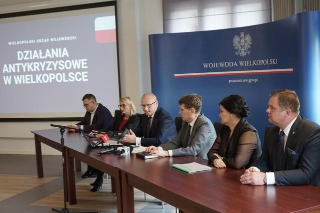 Wojewoda Łukasz Mikołajczyk mówi, że w ramach pożyczek dla mikroprzedsiębiorców, w Wielkopolsce do tej pory przyznano 110 tys. wpłat wspierających te firmy, na kwotę 549 mln zł.