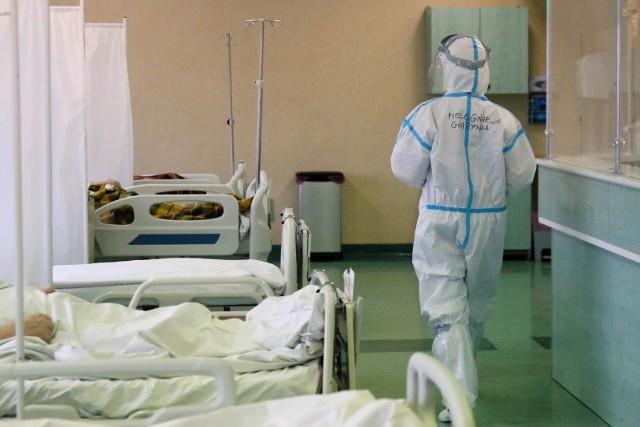 """Decyzją wojewody opolskiego od soboty będzie on w całości szpitalem""""covidowym"""". Znajdzie się w nim w sumie 110 łóżek dla zakażonych koronawirusem, w tym trzy z dostępem do respiratora."""