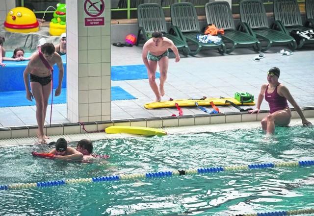 Pokaz w wodzie nadzorował Marek Głuch ze Szkoły Podstawowej nr 1 w Koszalinie
