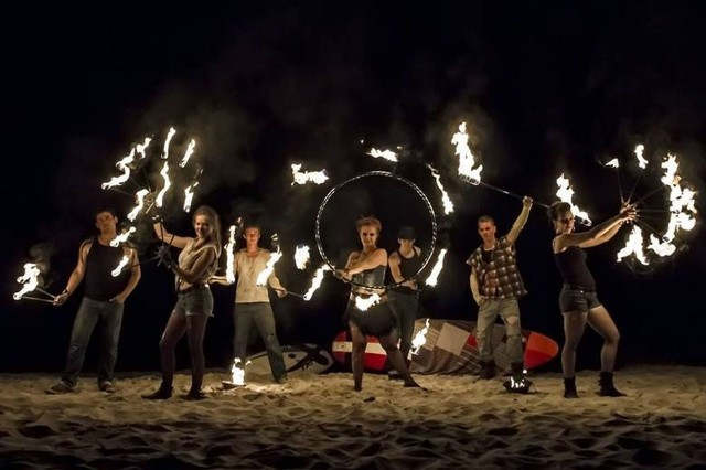 Zwieńczeniem Nocy Świętojańskiej będzie pokaz tańca z ogniem w wykonaniu Teatru Ognia Amatum, podobnie jak w 2019 roku.