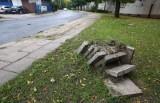 Rozkopali  chodnik, a  płyt  nie  położyli...