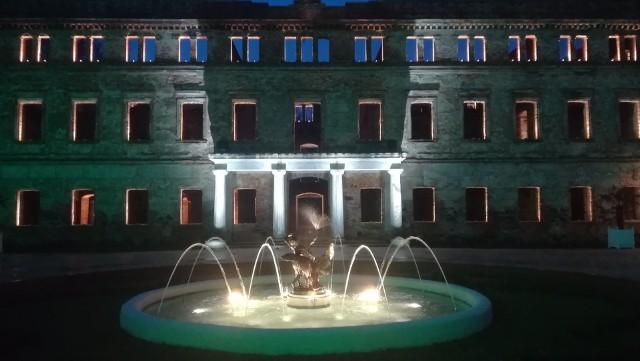 Niektóre fontanny już działają, inne niebawem do nich dołączą. Trwa renowacja fontanny na placu Bohaterów.