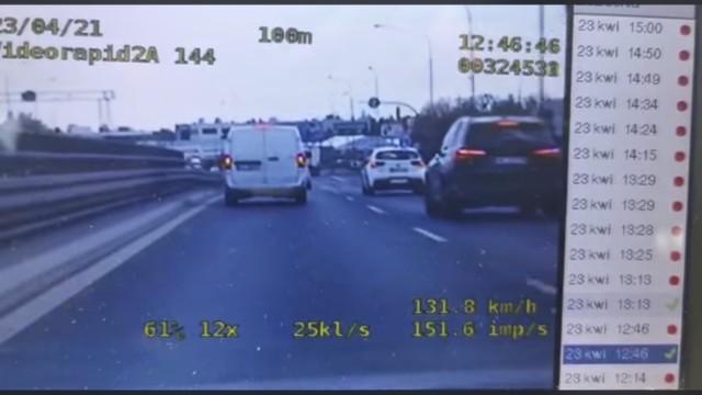 500 zł mandatu, 11 punktów karnych i zatrzymane prawo jazdy na trzy miesiące - taką cenę zapłacił kierowca, który na ul. Krzywoustego przekroczył dozwoloną prędkość o 56 km/h