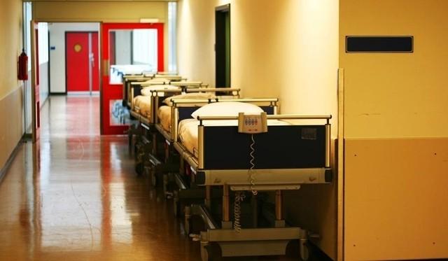 Okoliczności śmierci lekarza, który został znaleziony martwy na dyżurze, bada policja pod nadzorem prokuratury. Lekarz pełnił w szpitalu w Lipnie trzy dyżury w miesiącu.