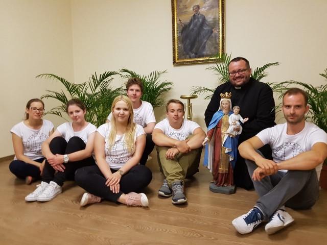W podróż do Argentyny wyruszy siedmiu wolontariuszy. Wraz z ks. Dawidem Stelmachem pojedzie grupa młodych parafian