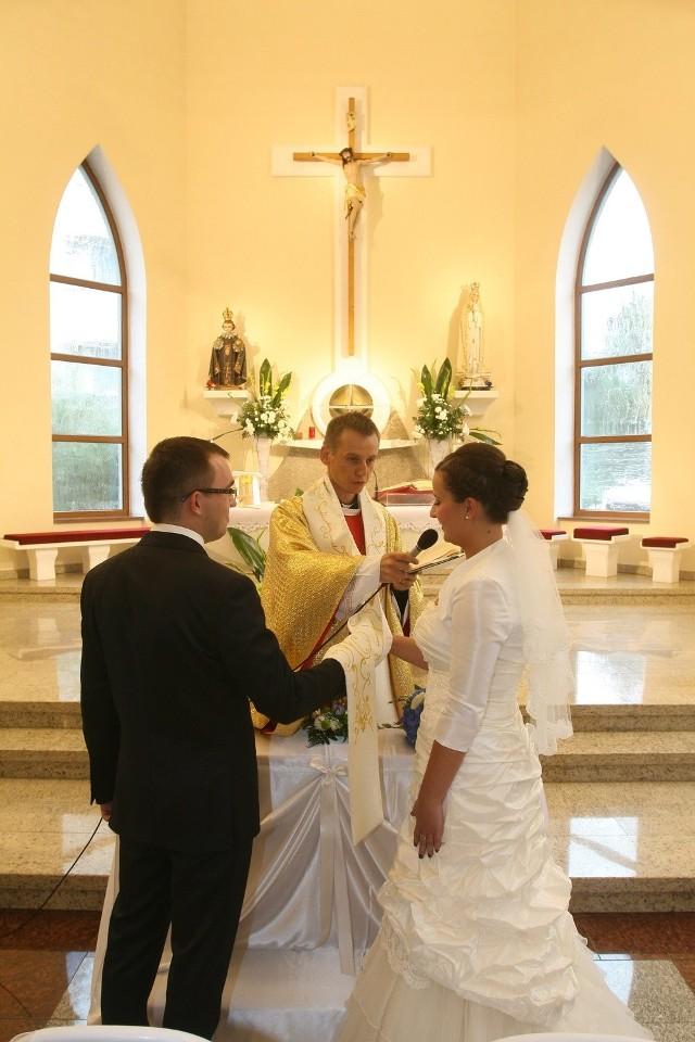 Kościół ostrzega: Do zawarcia sakramentu małżeństwa nie wystarczy sam kurs internetowy