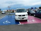 Nysa. Oto mistrzowie parkowania. Ci kierowcy mocno się zapomnieli albo za nic mają przepisy ruchu drogowego