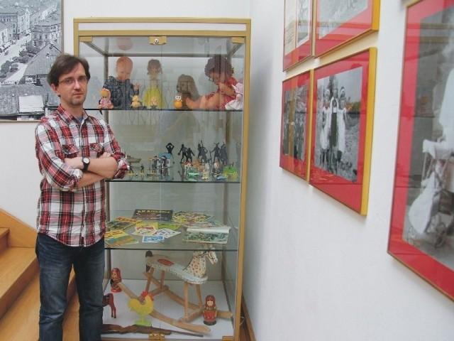 Jacek Błoński z Muzeum Historii Miasta Przemyśla jest skarbnicą wiedzy o dawnych zabawkach.