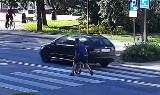 Mało brakowało i doszłoby do tragedii na przejściu dla pieszych w Krośnie Odrzańskim. Ojciec zdołał uratować swoje dziecko. Zobacz wideo