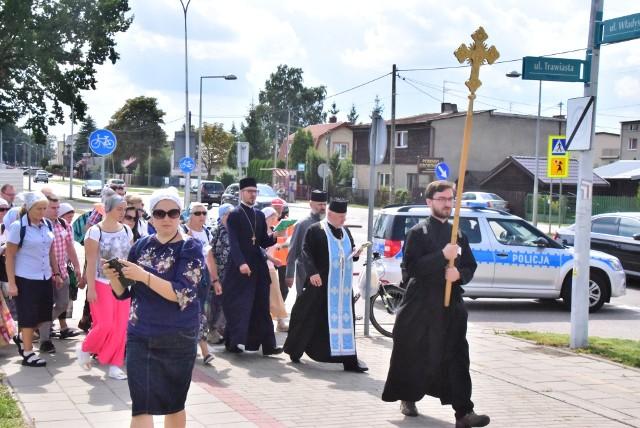 Kilkaset osób poszło w pieszej pielgrzymce do Supraśla. Tam w monasterze do sobotniego popołudnia potrwają uroczystości związane z świętem Supraskiej Ikony Bogurodzicy.