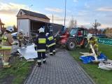 Suchowola. Ładunek ciężarówki wysypał się i zablokował DK8. Pomogli strażacy i mieszkańcy (zdjęcia)