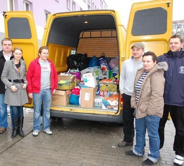 Studenci zawieźli zebrane dary do Domu Samotnej Matki we wsi Zopowy.