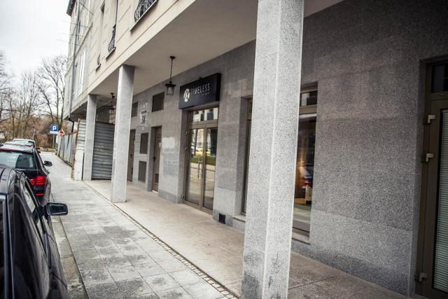 Galleri New Form posiada kilka galerii i showroom'ów w Hiszpanii, USA, Szwecji i Polsce - w tym w Gdyni i Białymstoku - w części usługowej kamienicy przy ul. Młynowej.