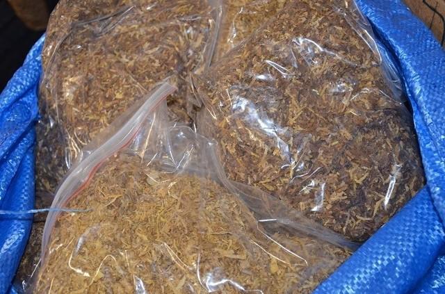 Funkcjonariusze KAS przejęli nielegalny tytoń i papierosy