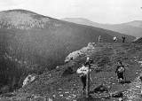 Beskidy na wakacje były modne już przed wojną. Archiwalne zdjęcia pierwszych schronisk górskich i niesamowita droga na Kubalonkę