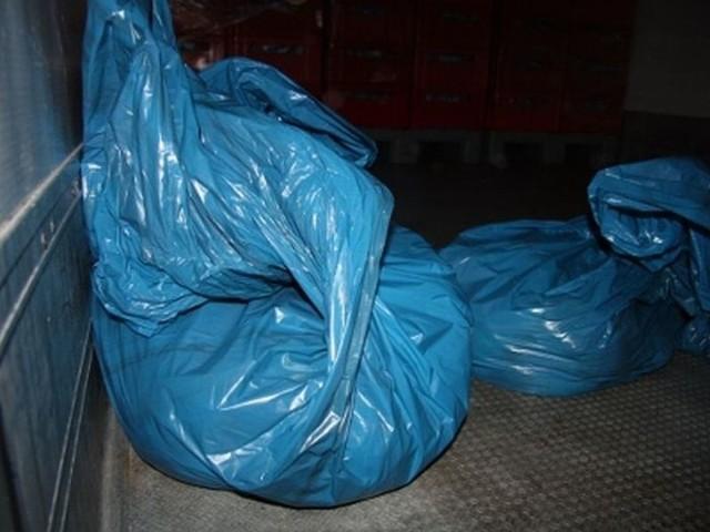 W workach znajdowało się kilkadziesiąt kilogramów mrożonej szynki
