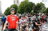 Szlakiem Czerwonych Róż. Pół tysiąca rowerzystów na trasie: od przedszkolaków do emerytów