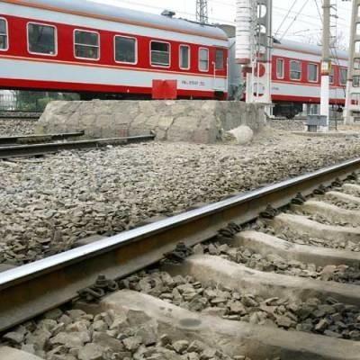 Prowadzone prace przy torach powodują ograniczenie prędkości pociągów i w lutym wprowadzona zostanie korekta w rozkładzie jazdy.