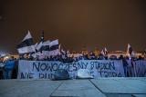 Kibice Sandecji Nowy Sącz chcą nowoczesnego stadionu i manifestowali przed sądeckim ratuszem [ZDJĘCIA, WIDEO]