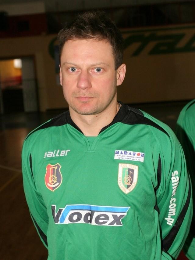 """Marek Kusiak, piłkarz """"Stalówki"""", wraca do zdrowia i zobaczymy go na boisku w rundzie wiosennej."""