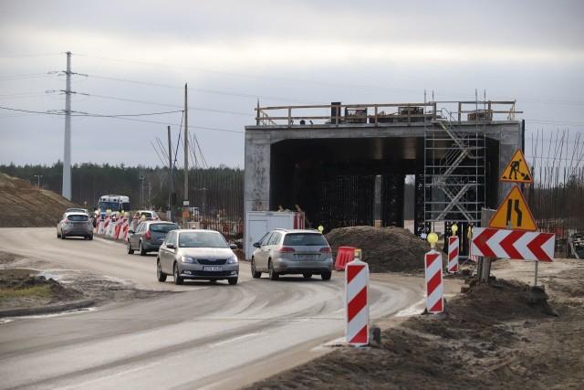 Od węzła Lublinek do węzła Teofilów S14 buduje konsorcjum firm Budimex i Strabag.