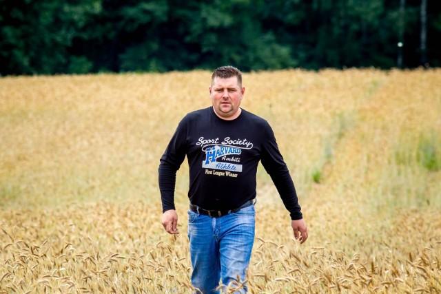 Paweł Rogucki rolnik ze wsi Rostołty mówi, że dzięki opadom deszczu zboża i kukurydza odżyły, chociaż trudno będzie liczyć na wyjątkowo dobre plony