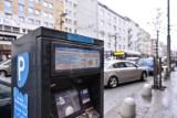 """Gdynia: Urzędnicy utrudniają kierowcom wnoszenie opłat za parkowanie? Nie wszędzie można zapłacić gotówką. """"Taki jest trend"""""""
