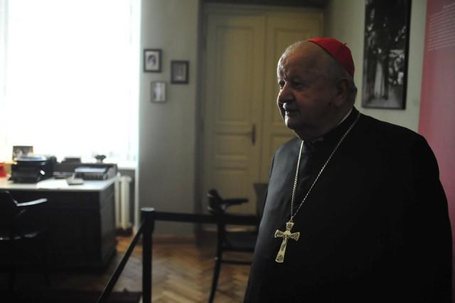Kardynał Stanisław Dziwisz jest oceniany negatywnie przez aż 72 procent Małopolan