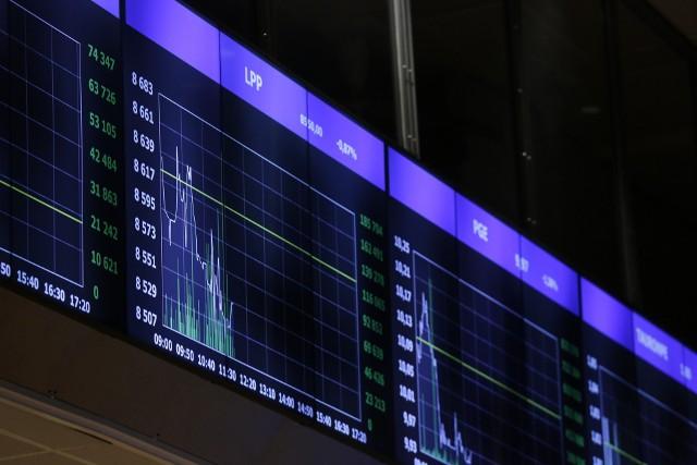 Ubiegły tydzień był trudny dla walut gospodarek wschodzących, zwłaszcza wona południowokoreańskiego oraz kolumbijskiego peso. Słabość nie ominęła jednak również złotego.