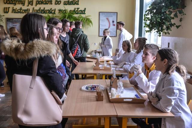 XIX Liceum Ogólnokształcące w Gdańsku w czwartek 21.03.2019 r.  gościło ósmoklasistów i gimnazjalistów.