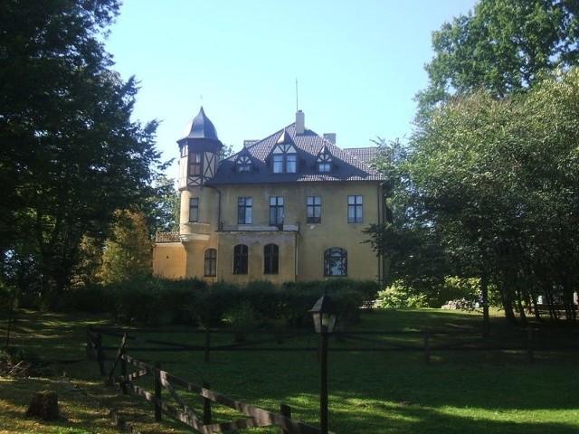Pałac z XIX wieku to perełka na Pomorzu.