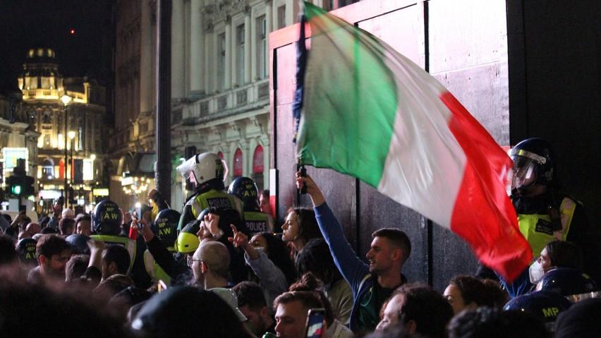 Londyn pożegnał Euro 2020. Gorzka pigułka dla Anglików, radość Italii. Zobacz zdjęcia i wideo