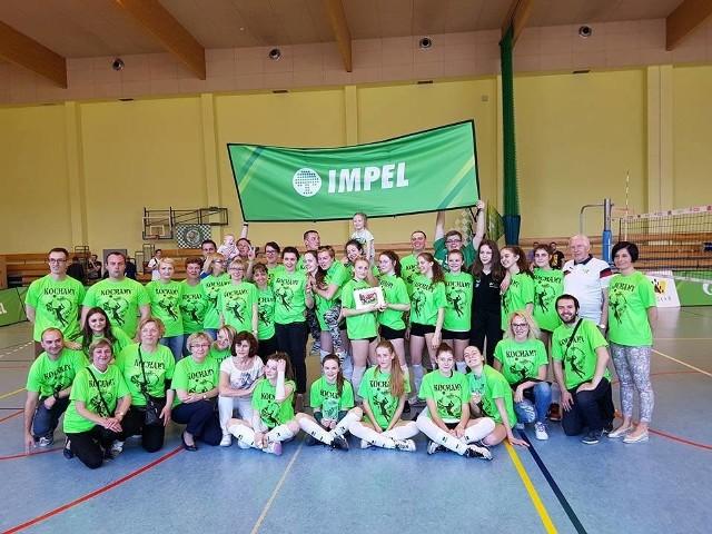 Młode siatkarki Impela przez trzy dni rywalizacji mogły liczyć na wsparcie grupy rodziców i kibiców