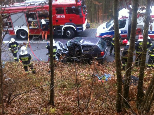 Doszło do wypadku na drodze pomiędzy Sianowem i Koszalinem (u. Sianowska). Zderzyły się tam dwa samochody. Golf i chrysler.