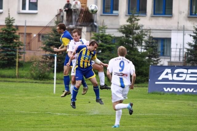 Stal Sanok (biale stroje) pokonala rywala z Kraśnika 4-1.