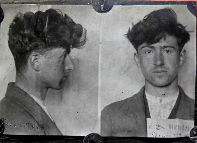 Wiktor Florian Bonin, morderca z ulicy Mickiewicza. Fotografia z listu gończego pochodząca ze zbiorów Jacka Dehnela opublikowanych na stronie awers-rewers.pl