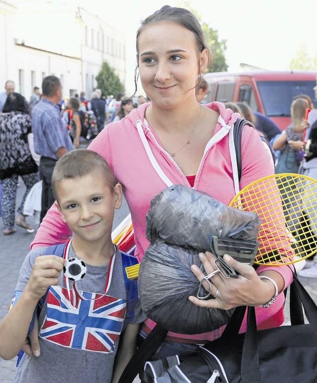 Łukasz Radziszewski oprócz medalu piłkarskiego przywiózł dużo dobrych wspomnień. Na dworcu czekała na niego stęskniona mama Dorota. Dziękowała wszystkim za pomoc w zorganizowaniu wyjątkowych wakacji także dla jej syna.