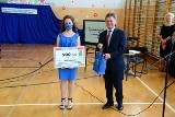 Oliwia otrzymała tytuł Złotego Absolwenta niżańskiej szkoły