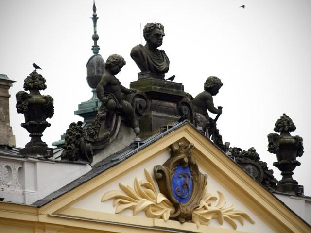 Rzeźby na Pałacu Branickich od strony ogrodu zostaną w tym roku odrestaurowane dzięki 100-tysięcznej dotacji, jaką otrzyma na ten cel od miasta Uniwersytet Medyczny