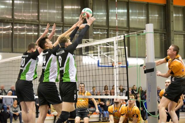 W derbach województwa w Białymstoku zespół Centrum Augustów wygrał 3:2 z BAS Białystok.