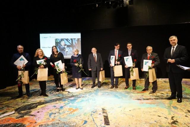Na Scenie Nowej Teatru Nowego wręczono w poniedziałek nagrody marszałka województwa wielkopolskiego w dziedzinie twórczości artystycznej, upowszechniania i ochrony dóbr kultury.