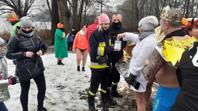 - Chcieliśmy złożyć serdeczne podziękowania dla klubu Goplanie Morsy Kruszwica za ogromne zaangażowanie i wsparcie naszej akcji. Mimo tej niskiej temperatury i zimnej wody pokazaliście, że macie gorące, ogromne serducha - napisali na Facebooku strażacy z OSP Kruszwica